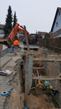 Auch im Bereich Schulweg/Finkenweg/Schaftrieb wurde die Kanalinfrastruktur auf Vordermann gebracht - wie hier am Finkenweg musste die Baufirma oft auf engstem Raum arbeiten.