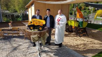 Das Foto zeigt von links: Bürgermeister Stefan Rottmann, den Vorsitzenden des Trägervereins Andreas Nidermeier und Diakon Frank Menig. Foto Susanne Stubenrauch