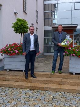 Das Foto zeigt von links Bürgermeister Stefan Rottmann und 2. Bürgermeister Jürgen Geist. (Foto Gemeinde Schonungen)