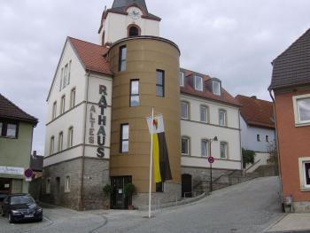 Die Bibliothek im Alten Rathaus ist ein beliebter Treffpunkt für alle Generationen, für Schüler, Familien und Senioren.