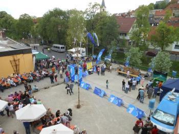 Zu Bayerns beste Bayern strömten hunderte Besucher auf den Schonunger Marktplatz