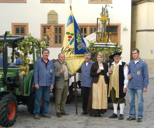 von links: Karl-Hans Schneider, Bürgermeister Peter Zeißner, Werner Pfriem, Martina Schneider, Franz Reh und der stellvertretende Vorsitzende des Weinbauvereins, Peter Kestler.