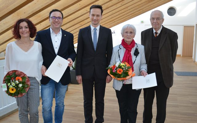 Katja und Sven Zillmer, Landrat Florian Töpper und Hildegard und Karl-Heinz Dotter.(Foto: LRA SW, Baumann)