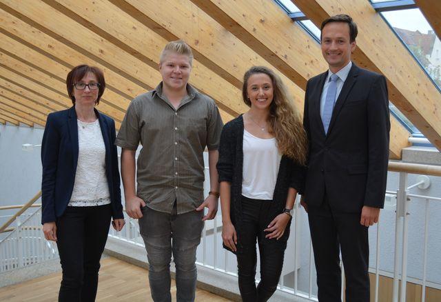 Ausbildungsleiterin Anette Schmee, Niklas Fick, Franziska Schubert und Landrat Florian Töpper. (Foto: LRA SW, U. Baumann)