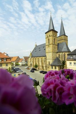 Geo Marktplatz Kirche Geranien Hochformat - Andreas Hub.jpg