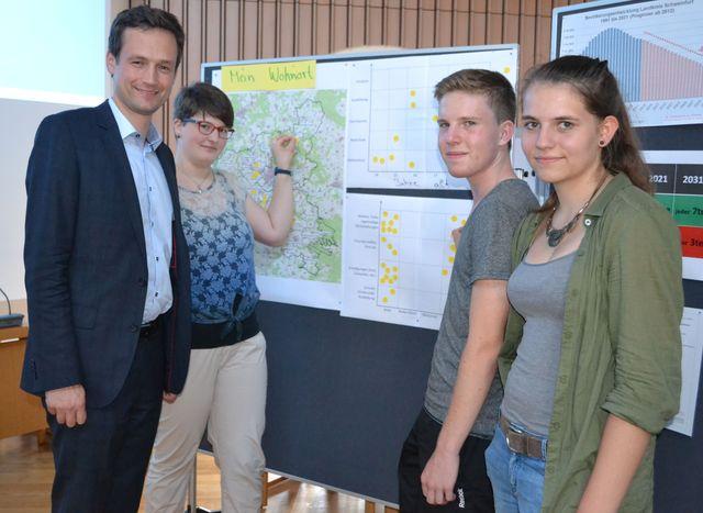 Landrat Florian Töpper diskutierte beim 1. Jugendworkshop des Landkreises Schweinfurt mit jungen Bürgerinnen und Bürgern über Themen, die sie beschäftigen. (Bild: Landratsamt Schweinfurt, Uta Baumann)
