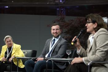 Von links: Prof. Dr. Dr. h.c. Ursula Lehr, 1. Bürgermeister Stefan Rottmann und Verena Göppert, Beigeordnete des Dt. Städtetags