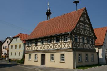 Das historische Rathaus von Waldsachsen ist ein Schmuckstück der Großgemeinde