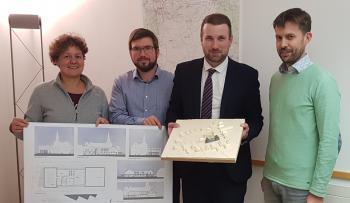 v.l. Architektin Petra Zinser, Bauamtsleiter Sebastian Heurich, Bürgermeister Stefan Rottmann, Architekt Florian Göger