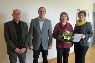 Im Bild von links: Personalratsvorsitzender Armin Pfeuffer, Norbert Reuß, Anita Reuß, Erste Bürgermeisterin Edeltraud Baumgartl   Bildnachweis: Konrad Bonengel